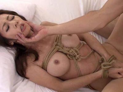 夫の部下に鬼縛されて悦びに目覚めた妻。 南條れいな