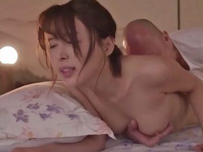 義父の濃厚な舌技で舐め堕ちした美人妻 葵つかさ2