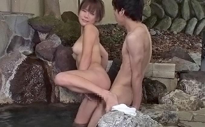混浴と勘違いしたフリして美淑女だらけの女湯に入り込んでヤられた