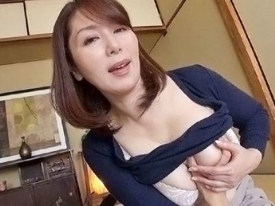 ささやき淫語で誘惑する淫乱五十路妻 翔田千里