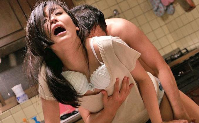 夫の親友に犯●れ感じてしまった私… 並木塔子