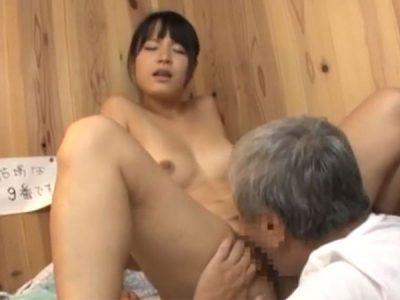 夫と泊まった鄙びた温泉宿で宿の下働きの男に猥褻な行為をされ感じてしまった人妻の淫欲に火がつく
