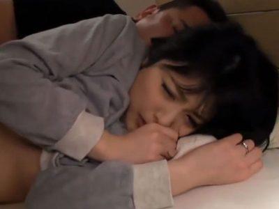 夫の隣で就寝している若妻が義兄に夜這いされ清純な可愛い顔に隠した淫性を露呈させ快楽に逝く