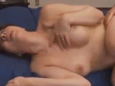義理の息子への性技のレクチャーで若い肉体を貪り熱り立った逞しい肉棒に貫かれる快楽に逝く美熟女