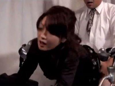 不能夫の妻が性的な快楽を得られず婦人科で医師に懇願し分娩台での快楽を貪り逝き狂う